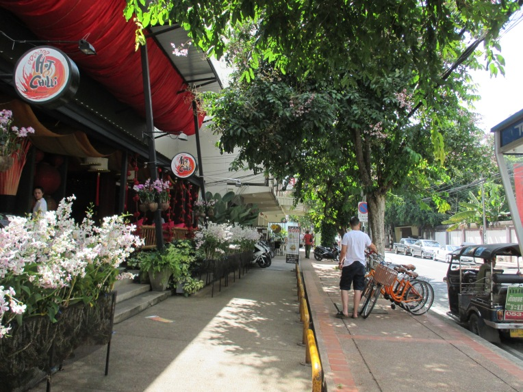 High-end restaurants and stores invest in attractive shop frontages and generous walking paths.