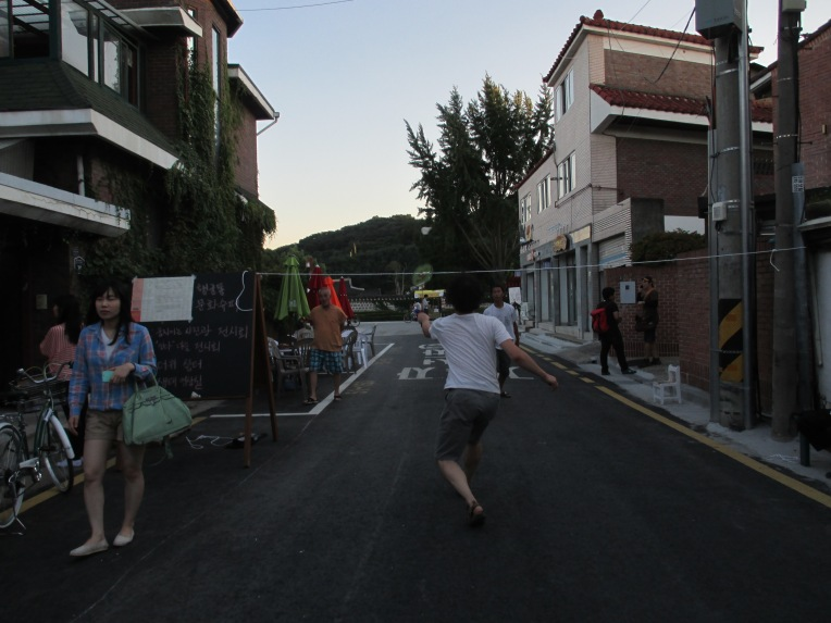Residents turn their carless street into a badminton court with a piece of rope