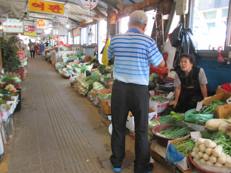 Traditional markets like this are hard to find. Super stores like E-mart are more popular with ample parking space.